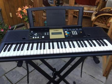 Yamaha YPT-220 electronic keyboard