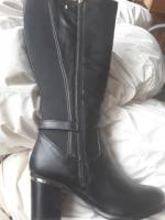 BRAND NEW BOOTS EEE SUPER CURVY BLACK SIZE 6 WITH BOX