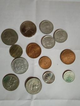 antique old currency n coins negotiable price.. urgent sell...if you are really interested to buy se