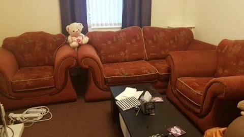 2 Sit sofa and 2arm chairs in very good condition