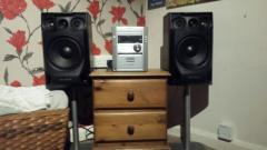 3CD DISK CHANGER HIFI with speaker stands