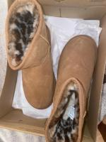New uggs size 4