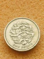 Old 1 pound coin England 3 lions 1997.