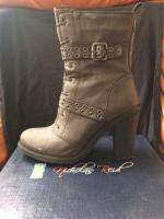Come on lady boots n heels for sale
